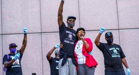 Former NBA player Stephen Jackson (3L) and friends speak and raise their fists during the protest for Justice for George Floyd outside the Hennepin county Government Center on June 11, 2020 in Minneapolis, Minnesota. - On May 25, 2020, Floyd, a 46-year-ol