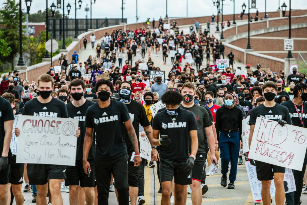University of Louisville students protesting the Breonna Taylor verdict